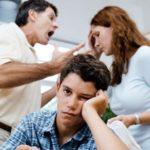 Тернопільський священик написав ще одну частину порад для ненормальних батьків
