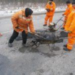 У Заліщицькому районі дорожники ліквідовують аварійну ямковість
