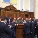 Після конфузу з Яценюком тернопільський нардеп виходить до трибуни тільки з охороною