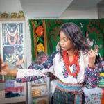 Тернопільський фотограф одягає іноземців у вишиванки (фото)