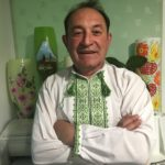 Відомий тернопільський гуморист Гриць Драпак дуже любить вишивати