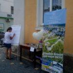 Жителі райцентру на Тернопільщині придумали як розповісти міському голові чого саме вони хочуть (фото)