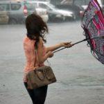 Завтра у Тернополі вітер ламатиме парасолі перехожим