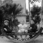 На чому гойдалися тернопільські діти кілька десятків років тому (фото)