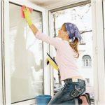 Тернопільські правоохоронці врятували жінку від миття вікон