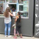 На тернопільському вокзалі не всі, хто просять милостиню, справді хочуть їсти