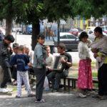Тернополянка пропонує дозволити жити циганам на цвинтарі