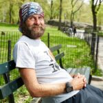 Чому деякі тернополянки чіпляються до непритомних чоловіків у парках