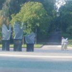 Для чого у тернопільському парку поставили надмогильні плити (фото)