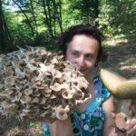 Тернопільська поетеса збирає гриби, щоб їх роздавати