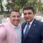 Навіть прем'єр-міністр України вважає за честь сфотографуватися з цим тернополянином (фото)