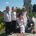 Щоб п'ятеро дітей не опинилися на вулиці, тернопільська сім'я просить допомогти будматеріалами