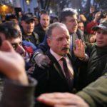 Народний депутат Олег Барна тепер добре знає, що таке коридор ганьби