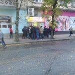 У понеділок зранку більшість тернополян йдуть не на роботу, а до магазину (фото)