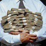 Чиновники на Тернопільщині отримують такі зарплати, що аж страшно стає