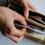 Дерматолог розповіла, хто у Тернополі дуже часто хворіє через гроші
