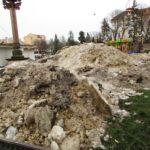 Надворі плюсова температура, а у центрі Тернополя – гори снігу (фото)
