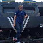 Тернопільська волонтерка за потреби може «осідлати» і БТР