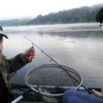 Тернопільський письменник під час риболовлі змагається сам із собою