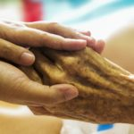 У тернопільській лікарні відмовилися приймати пацієнта, бо він дуже старий