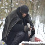 Тернопільський безхатько примерз язиком до тренажера в парку