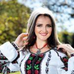 Як співачка, яка стала популярною за кордоном, співала на весіллях Тернопільщини