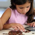 Щоб поїхати за кордон і не втратити майно, батьки з Тернопільщини виплачували своїм дітям тисячі гривень