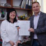 Голова Тернопільської ОДА Степан Барна підписав декларацію із своїм сімейним лікарем (фото)