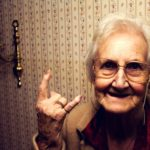 Кілька порад від тернопільської пенсіонерки, що робити, коли шумлять сусіди
