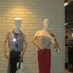 У тернопільському магазині манекени привертають більше уваги, ніж одяг (відео)