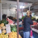 Навіщо продавці тернопільського ринку заклеюють цифри на вагах