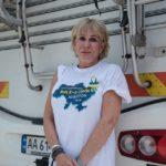 У Тернополі зупинилася канадійка Руслана Вжесневська, яка іде пішки із Києва до Ворохти на підтримку сиріт України (фото)