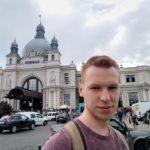 Тернополянин Владислав Стечишин, як йде до магазину, обходиться і без готівки, і без банківської картки