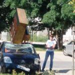 Тернополянці посипали машину хлібними крихтами