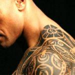 Тернополянку надзвичайно вразили молоді двірники з татуюванням і пірсингом