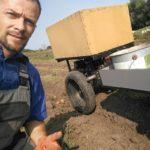 Тернополянин зробив стокілограмового робота – возить ним картоплю (відео)