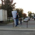 На одній із вулиць Тернополя велетень вводить в оману перехожих (фото)