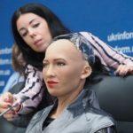 Тернополянка написала зворушливий текст про робота Софію, яку привезли до Києва