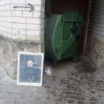 У Тернополі хтось поставив біля смітника портрет Тараса Шевченка (фото)