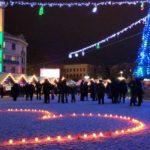 Близько 100 свічок запалив тернополянин посеред міста, щоби освідчитися у коханні
