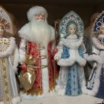 Співачка, яка приїхала з Америки, шокована засиллям у Тернополі новорічних іграшок з російською символікою