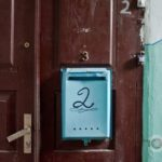 Де у Тернополі люди ще виймають паперові листи із поштових скриньок