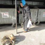 У Тернополі жінку-безхатченко, яка живе у жахливих умовах, обкрадали наркомани