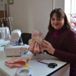 Майстриня з Тернопільщини виготовляє ляльки у норвезькій техніці