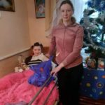 На Тернопільщині хвора дівчинка мріє не про ляльки, а про здоров'я для себе і для матусі