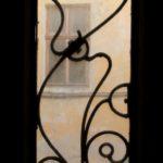 Тернополянка має цікаве захоплення – любить дивитися на світ через скло чужих дверей