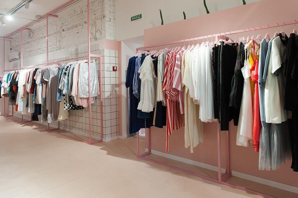 Зайшла два тижні тому в Римі у триповерховий магазин одягу Zara 60fbf2775764f