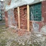 Тернополяни більше 10 років живуть без води у будинку, який розвалюється