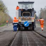На Тернопільщині ремонтують дорогу, якою за добу проїжджає більше 15 тисяч машин (фото)
