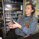 «У нашому суспільстві культура упаковки», – розповів продавець-рокер з Тернополя